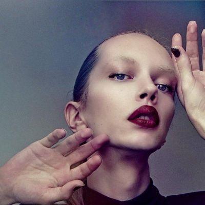 Ville Ruuska on aloittanut mallitoimisto Paparazzin listoilla mies/nais-mallina.