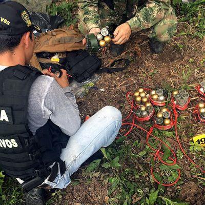 Kolumbian viranomaiset tutkivat toukokuun alussa Vista Hermosassa ase- ja räjähdekätköä, jonka uskotaan kuuluvan Farc-sisseista erkaantuneille kapinallisille.