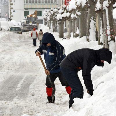 Lumitöitä Reinosan kaupungissa.