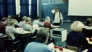 Maantiedon tunti Tampereen normaalikoulussa