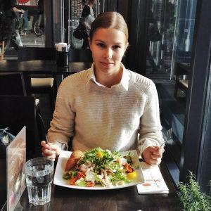 Tanssija Sanni Giordani sai pizzastipendin, mutta joutui syömään pizzan sijaan kuitenkin salaatin seuraavan päivän näytöksen takia.