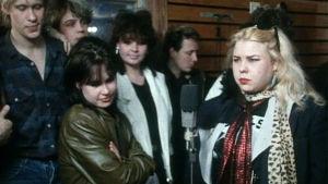 Apua! Orkesterin laulusolistit levyttämässä hyväntekeväisyyssingleä vuonna 1985.