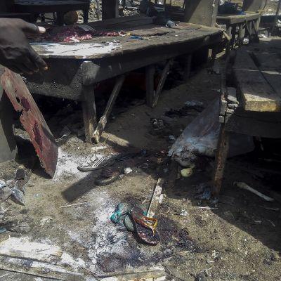 Pommi-iskun tuhoa torilla Maidugurissa vuonna 2015