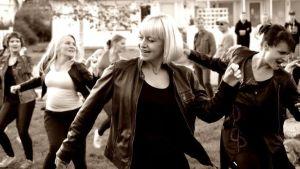 McDanze-tanssiryhmän tarina koetaan SuomiLOVEn 4. kaudella.