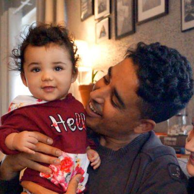 Souhail och Liina Mahfoud med dottern Amina.