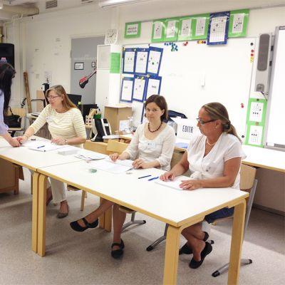 Äänestyspaikat aukesivat sunnuntaina klo 9.00.