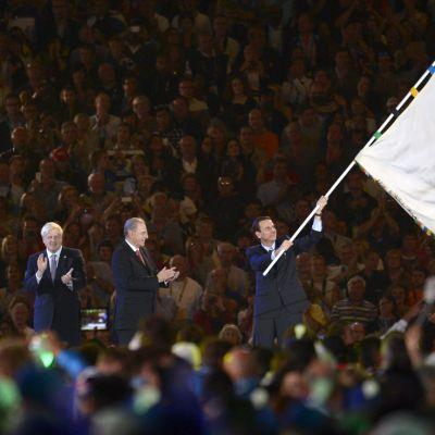 Olympialippu luovutettiin Rio de Janeiron pormestarille, Eduardo Paesille.