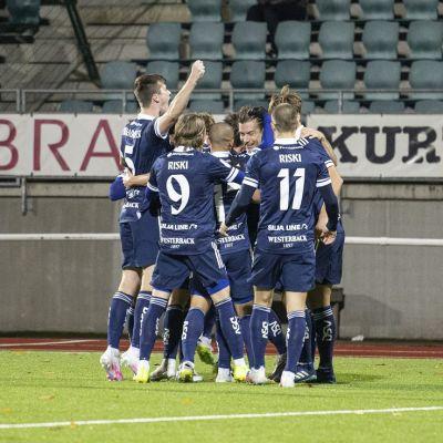 HJK-pelaajien tuuletuksia kuvassa