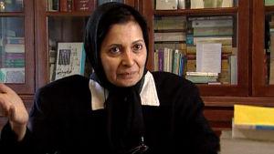 Asianajaja Merenghis Kar dokumentissa Ulkolinja: Iran huivin alta (1999)