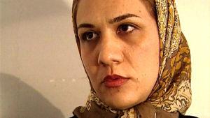 Vardin Razawi dokumentissa Ulkolinja: Iran huivin alta (1999)