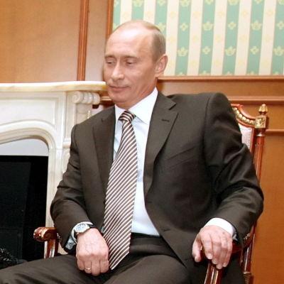 Vladimir Putin släppte in sin hund under mötet med hundrädda Angela Merkel i Sotji 21.01.2007.