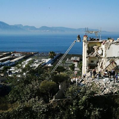 En kollapsad byggnad i Torre Annunziata i Italien.