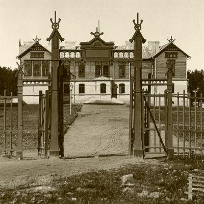Seminariebyggnaden i Kajana.