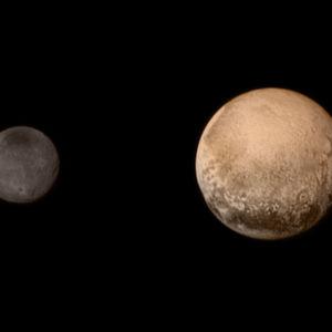 Sammansatt bild av Pluto och dess strörsta måne Charon