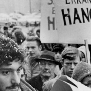Skriftställaren Jan Myrdal på en demonstration våren 1966.