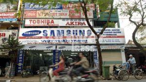 Bland annat sydkoreanska Samsung gör reklam i Da Nang, Vietnam,