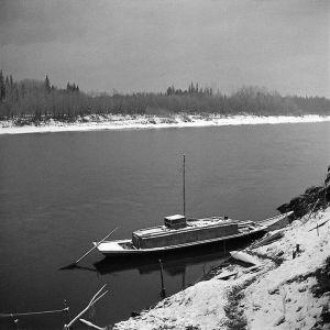 Kai Donners båt. Ket-floden 1912. Foto: Kai Donner, Museiverket.