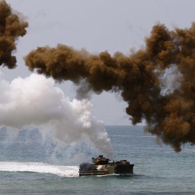 Etelä-Korealainen hyökkäysvaunu sotaharjoituksessa 14. helmikuuta 2014.