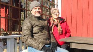 Anneka och Curt-Olof Eklund på sin terass