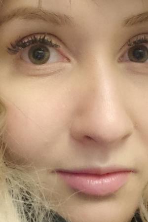 Nora Valkeeniemi lähikuvassa.