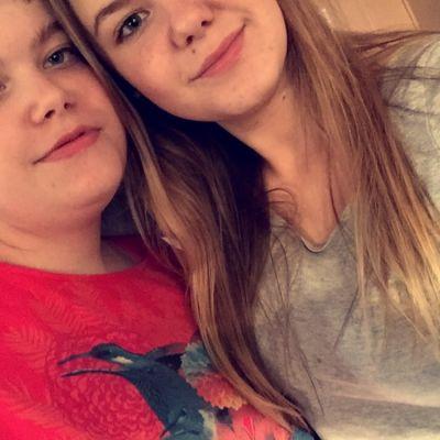 Catharina 13 och Elisabeth 15 Tiila från Esbo, bilden tagen 2015.