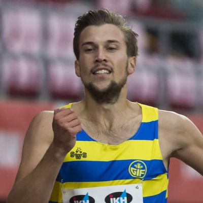 Filiph Johansson springer 400 meter i Tammerfors 2020.