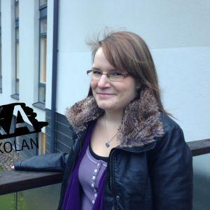 Vilhelmina Hellsberg står utanför Novia i Raseborg