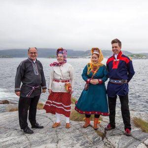 Anna Lumikivi on aina ollut kuin kotonaan Jäämeren rannalla. Isä Erkki Lumisalmi kävi tyttärensä kanssa Grense Jakobselvissä joka kesä. Elokuussa 2017 aaltoja katselivat myös äiti Aulikki Lumisalmi ja aviomies Markku Lumikivi.