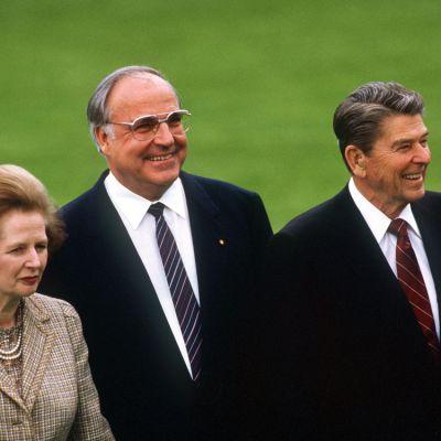 Margaret Thatcher, Helmut Kohl ja Ronald Reagan huhtikuussa 1985 Bonnissa, Länsi-Saksassa.