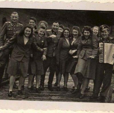 SS-upseeri Karl Hoeckerin 116 kuvan albumista, jossa on kuvia Auschwitz-Birkenausta ja ympäristöstä vuodelta 1944. U.S. Holocaust Memorial Museum/EPA/Yle