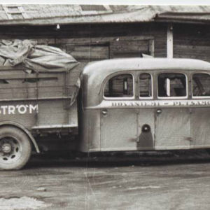 En kombinerad buss och lastbil, en så kallad skvader.