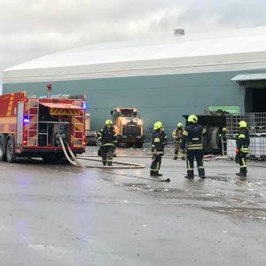 Varsinais-Suomen palolaitos Salossa Satamakadun palopaikalla 21.2.2020.