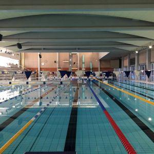 Oulussa Raksilan uimahalli on nyt tyhjillään, ovet avautuvat taas toukokuun 14. päivä.