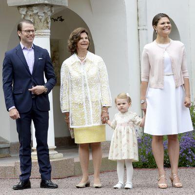 Ruotsin prinssi Daniel, kuningatar Silvia, prinsessa Estelle ja kruununprinsessa Victoria.