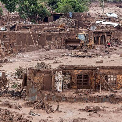mudan tuhoama kylä
