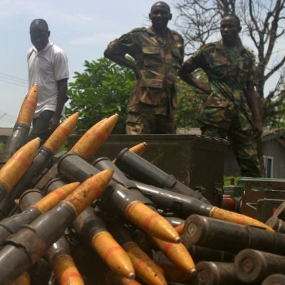 Nigerian armeija esitteli kapinallisten aseita