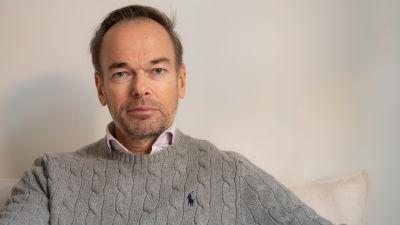 Markus Österlund fungerade som Ahmad-Shah Ahmadis vårdnadshavare, och försökte ordna med studieplats för honom i nionde klass i Helsingfors.