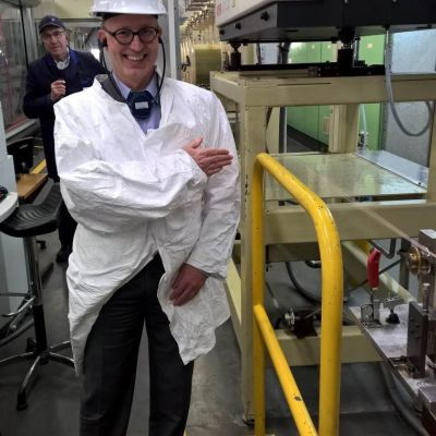 Cinia Groups vice vd Jukka-Pekka Joensuu på besök i ASN:s fabrik i Callais, Frankrike.