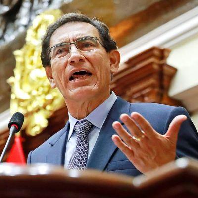 Martín Vizcarra joutuu jättämään tehtävänsä Perun presidenttinä.