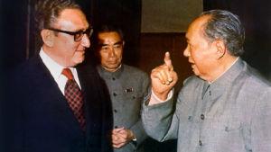Henry Kissinger möter Mao Zedong.