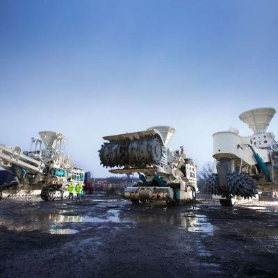 Kolme syvänmeren kaivaukseen käytettyä konetta.