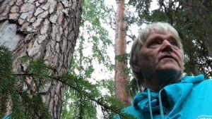 Markku Nieminen esitteli Haikolan kalmismaata