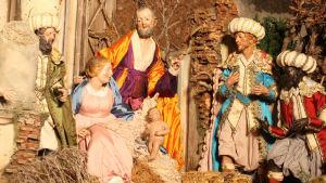 Yksityiskohta, Natività eli Pyhä perhe ja itämaan tietäjät, roomalaisesta jouluseimestä Arco di Dolabello.