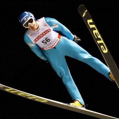 Arttu Lappi ilmassa Sapporon MM-kisoissa.