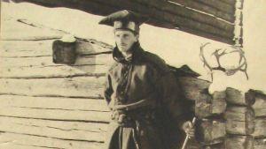 Aleko Lilius i samedräkt foto taget 1909.