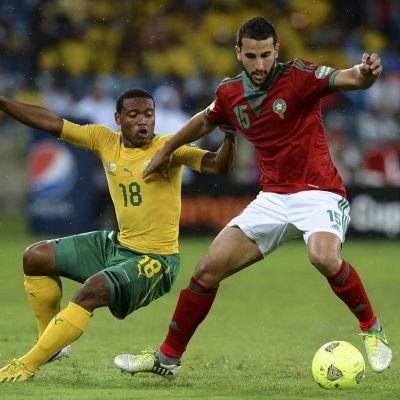 Etelä-Afrikan Thuso Pala ja Marokon Abdel El Kaoutari kaksinkamppailussa.