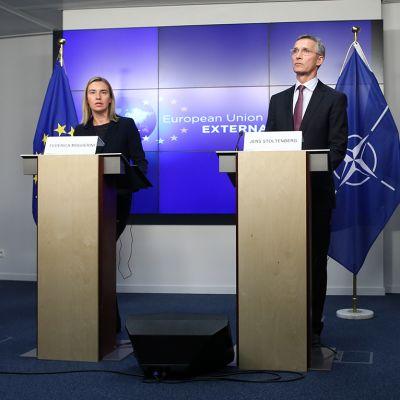 Jens Stoltenberg on pitänyt tiedotustilaisuuden yhdessä EU:n ulkopoliittisen edustajan Federica Mogherinin kanssa Brysselissä 4. marraskuuta.