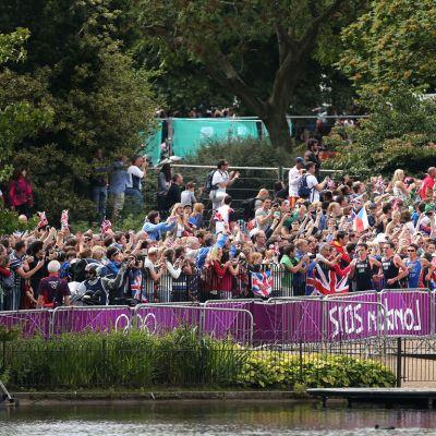 Yleisöä Hyde Parkissa