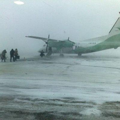 Norjalaisen lentoyhtiön Widerøen kone Norjan Kirkkoniemen lentokentällä lähellä Venäjän rajaa.