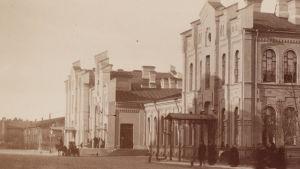 Vanha kuva Suomen asemasta Pietarissa